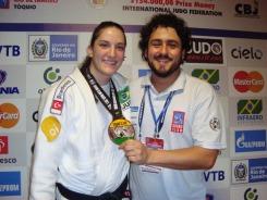 Junto da campeã mundial e medalhista olímpica Mayra Aguiar